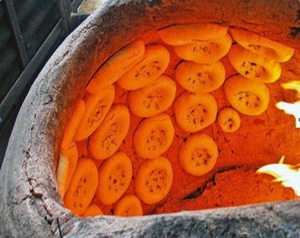 В тандыре можно готовить и лепешки